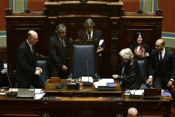 Por unanimidad, la Asamblea General aceptó la renuncia del vicepresidente Sendic. Foto: Fernando Ponzetto