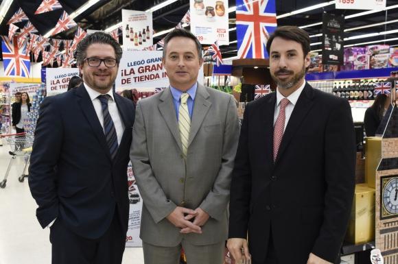 Sebastián Barbat, Embajador de Reino Unido Ian Duddy,  Juan Manuel Parada.