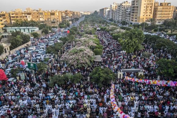 Musulmanes celebran la Fiesta del Sacrificio en todo el mundo. Foto: AFP