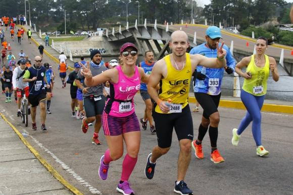 Lo principal para empezar a correr es buscar ayuda de un entrenador. Foto:  Márcio Rodrigues
