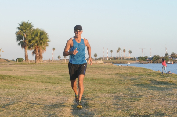 Aníbal Lavandeira, entrenador y corredor, ganó la Ultramaratón de playa más larga del mundo en 2015.