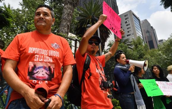 Jóvenes protestan por la decisión de Trump de acabar con el programa DACA. Foto: Reuters