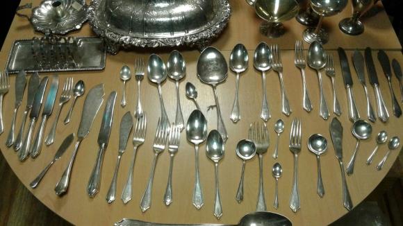 Joyas y objetos de plata incautados por la Policía. Foto: Unicom