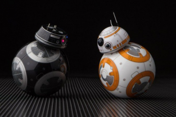 BB-9E y BB-8, los droides de Star Wars: The Last Jedi.