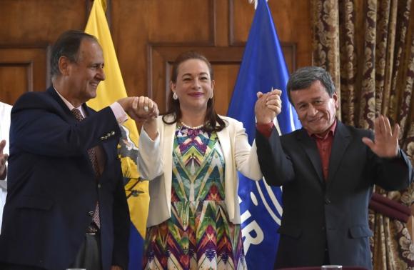 Camilo Restrepo, María Espinoza y Pablo Beltrán en Quito. Foto: AFP
