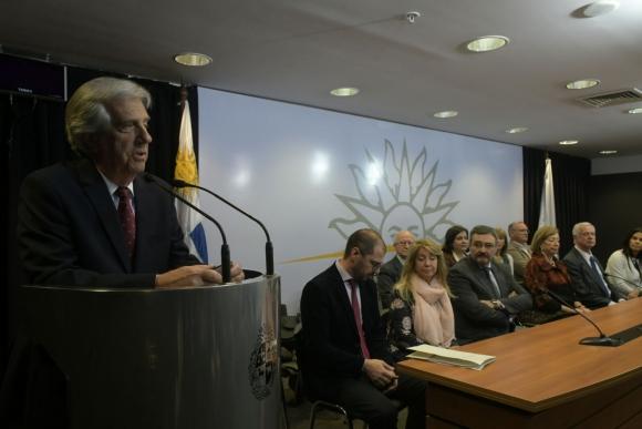 Vázquez presentó proyecto de ley para regular comercialización de alcohol. Foto: Francisco Flores