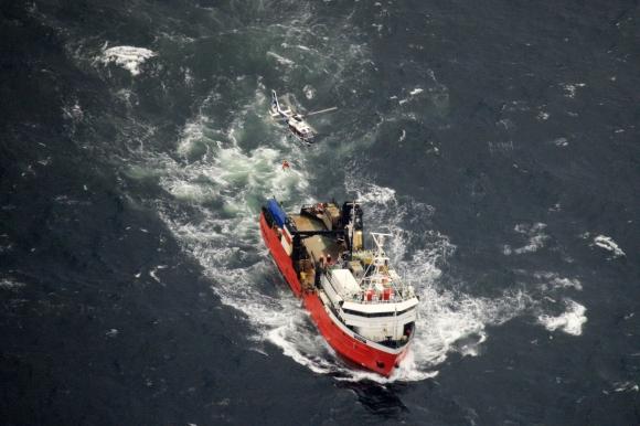 Tripulante de un pesquero fue rescatado por la FAU. Foto: FAU