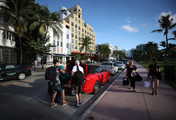 Muchos debieron ser evacuados de sus hoteles ante la llegada del huracán a Florida. Foto: AFP