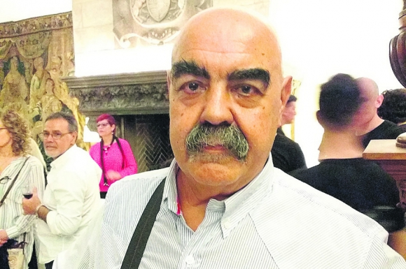 Profesor: Hugo Ferreira, 64 años,  enseña percusión en las cárceles. Foto: Alejandro Seselovsky
