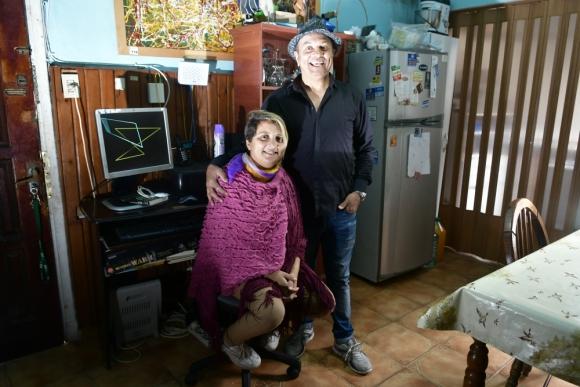 Miguel junto con su hija Stella Maris a pocos días de la operación. Foto: F. Ponzetto