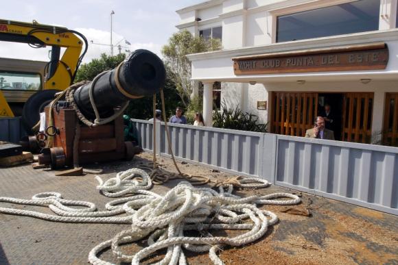 Traslado: la pieza fue llevada desde el Museo Naval de Punta del Este. Foto: R. Figueredo