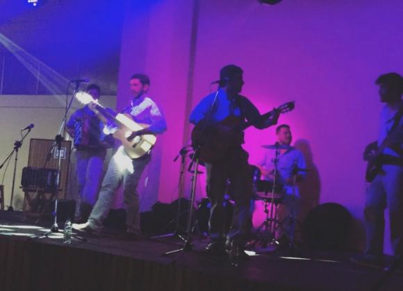 La banda Sin Estribos en su presentación en San Ramón.