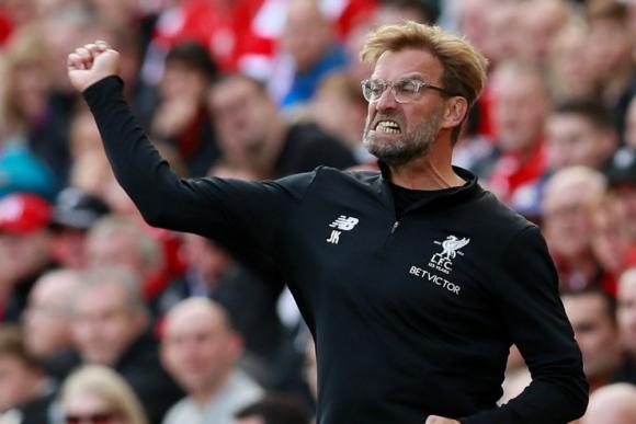 Jürgen Klopp protesta al árbitro durante el partido de Liverpool. Foto: Reuters