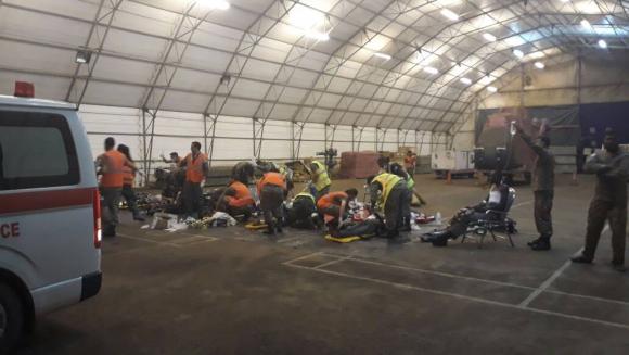 En el aeropuerto atendieron a decenas de civiles. Foto: Fuerza Aérea Uruguaya