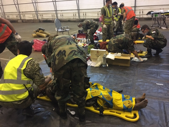 El ataque fue realizado en plena noche lo que dificultó las tareas de rescate. Foto: Fuerza Aérea Uruguaya