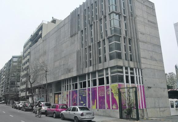 El edificio, ubicado en Avenida Brasil y Benito Blanco, está terminado un 80%. Foto: F, Flores