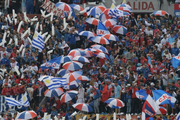 La hinchada tricolor durante el clásico. Foto: Francisco Flores