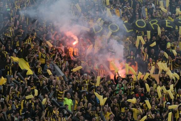 Los fanáticos aurinegros en la tribuna Ámsterdam. Foto: Francisco Flores