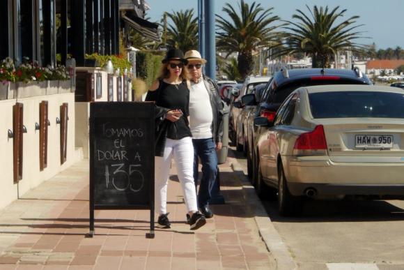 Los pizarrones son un gran llamador, especialmente para los turistas. Foto: Ricardo Figueredo