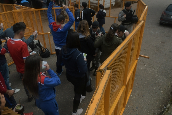 Los disturbios del domingo no se produjeron en cercanías del Estadio Centenario. Foto: F. Flores