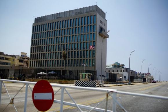 Fachada de la embajada de EEUU en La Habana. Foto: Reuters