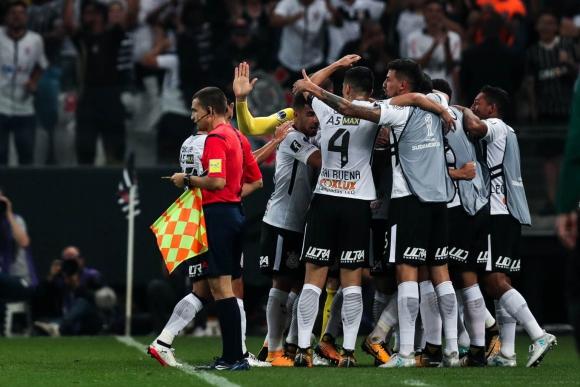 Corinthians fue protagonista de un partido polémico. Foto: EFE.