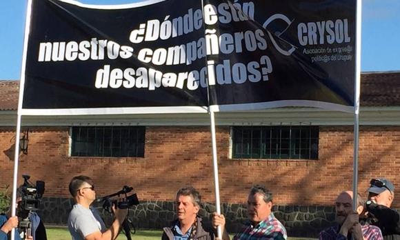 Una pancarta reclamando por los desaparecidos. Foto: Néstor Araújo
