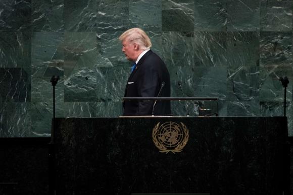 El presidente Trump se retira luego de hacer un discurso de repercusión mundial. Foto: AFP