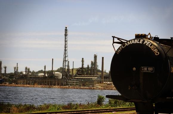 Refinería: el sindicato no quiere cambiar las guardias mínimas. Foto: Archivo El País