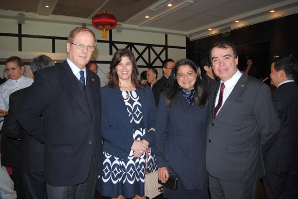 Embajador de Perú Augusto Arzubiaga, Embajadora de Colombia Natalia Abello, Gabriela Villalobos, Embajador de Costa Rica Arnoldo Herrera.