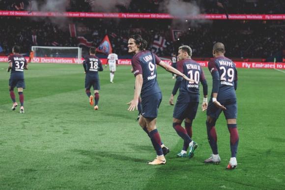 Cavani, Neymar y Mbappé tras un gol del Matador