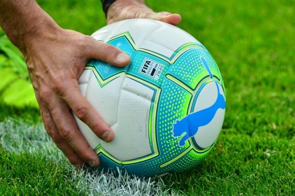 Suspenden futbol uruguayo por agresión a cuerpo arbitral