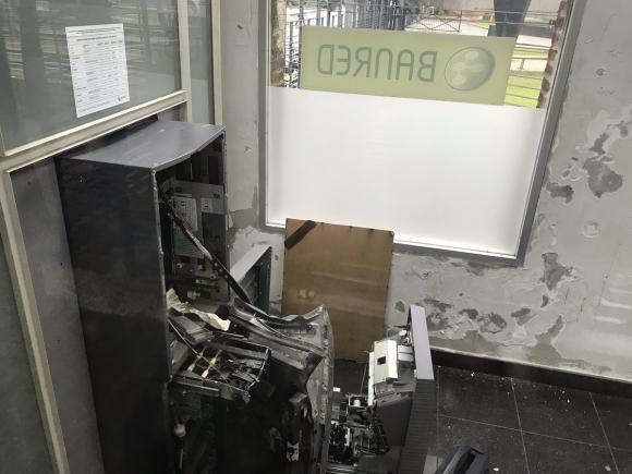 El cajero quedó destrozado. Foto: Twitter  @robhernandez3