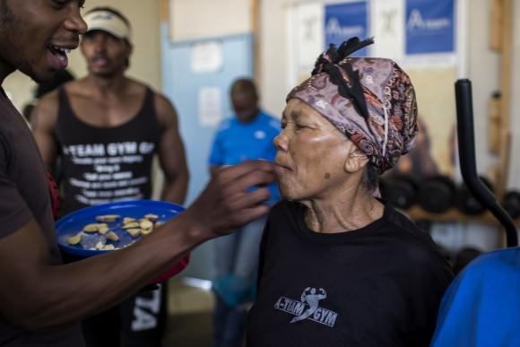 """Se hacen llamar las """"Boxing Gogos"""". Foto: AFP"""