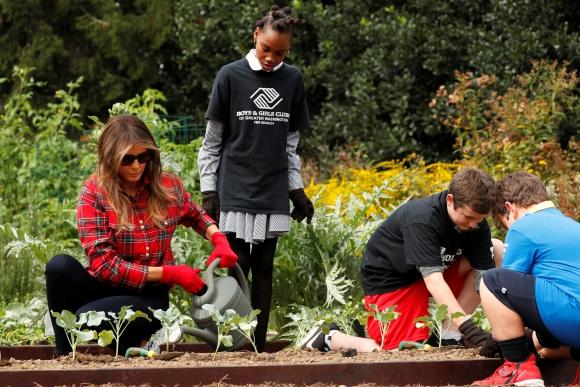 La primera dama de EE.UU. recibió la visita de niños. Foto: Reuters
