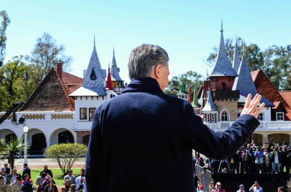 Macri en la reapertura del parque que inspiró a Disneylandia. Foto: EFE