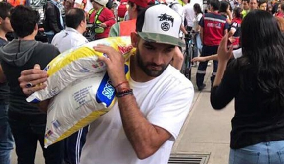 Martín Cauteruccio ayudando en México tras el terremoto. Foto: @comunidadcuerva