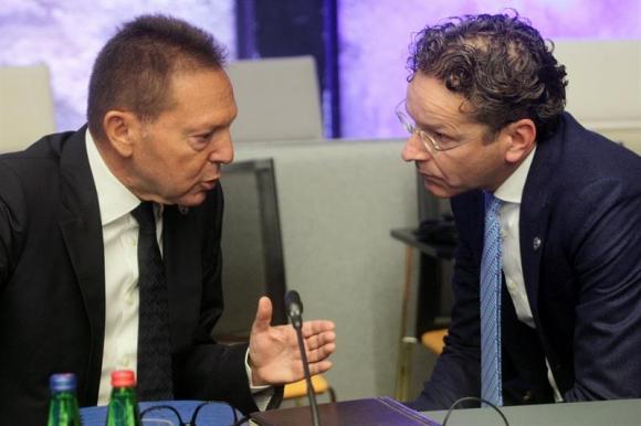 El gobernador del Banco de Grecia, Yannis Stournaras y el ministro holandés, Jeroen Dijsselbloem. Foto. EFE