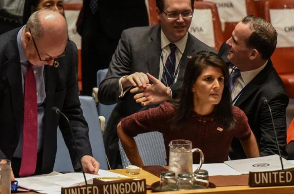 La embajadora concita la atención por su manera de actuar en la ONU. Foto: Reuters