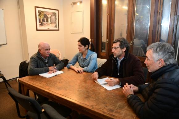 Lamela junto con otros tres integrantes de la asociación que también fueron trasplantados. Foto: Marcelo Bonjour