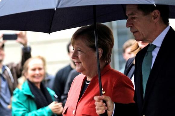 Merkel fue a votar acompañada por su esposo. Foto: EFE