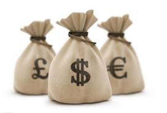 Bolsa con dinero. Foto: Wikimedia Commons