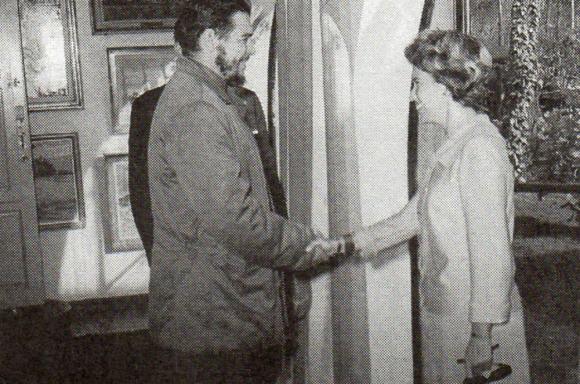 """Recepción: Beatríz Haedo recibe al """"Che"""" en la azotea, 1961. Foto: Archivo familia Haedo"""