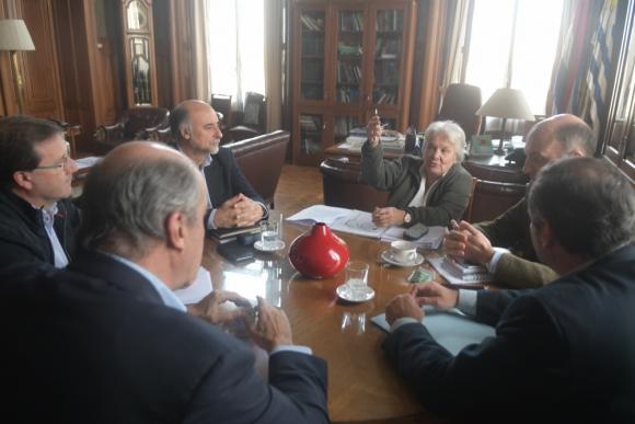 Toplansky convocó a los partidos, y sentaron bases para definir una agenda legislativa. Foto: F. Flores