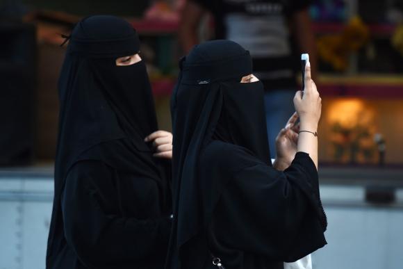 Las mujeres enfrentan diversas restricciones de la casa real de Arabia Saudita. Foto: AFP