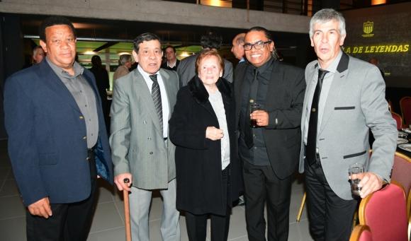 Gala. Diogo, Morales,  Picarelli, Jair y Miguel Peirano