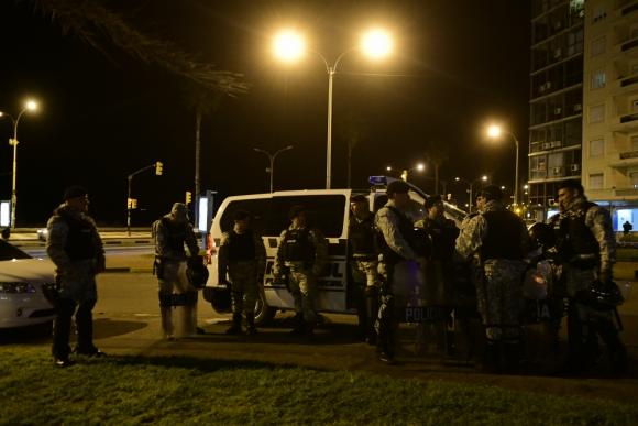 Hubo un fuerte operativo policial en torno a los festejos pro el aniversario de Peñarol. Foto: Marcelo Bonjour.