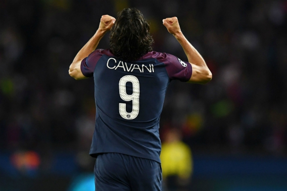 Edinson Cavani celebrando su nuevo gol por Champions League
