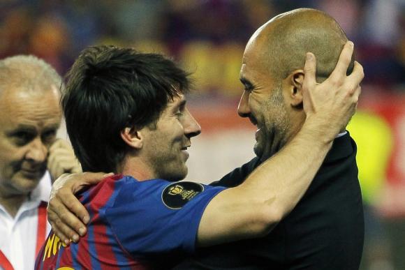 El abrazo entre Lionel Messi y Pep Guardiola. Foto: Archivo El País