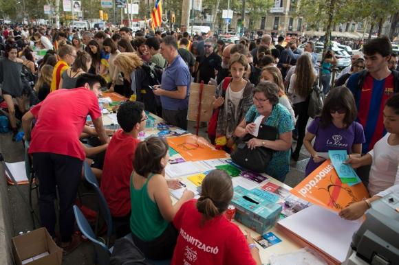 Por el Si: la posición que domina en las calles de Barcelona. Foto: AFP